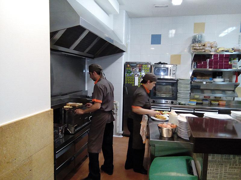 Equipo restaurante vilaseca la poma 3 restaurant la poma for Equipos restaurante
