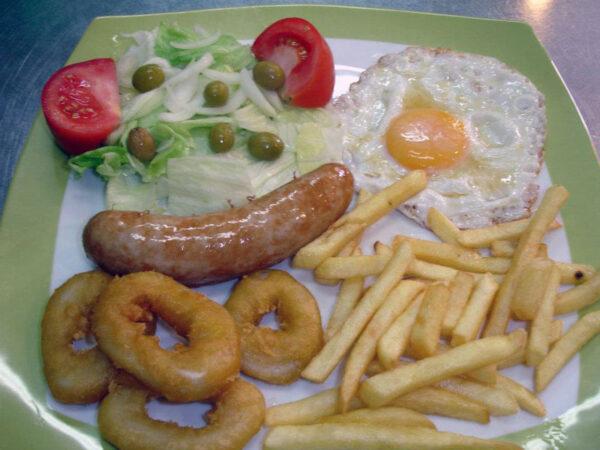 plato economico barato en vilaseca restaurante la poma