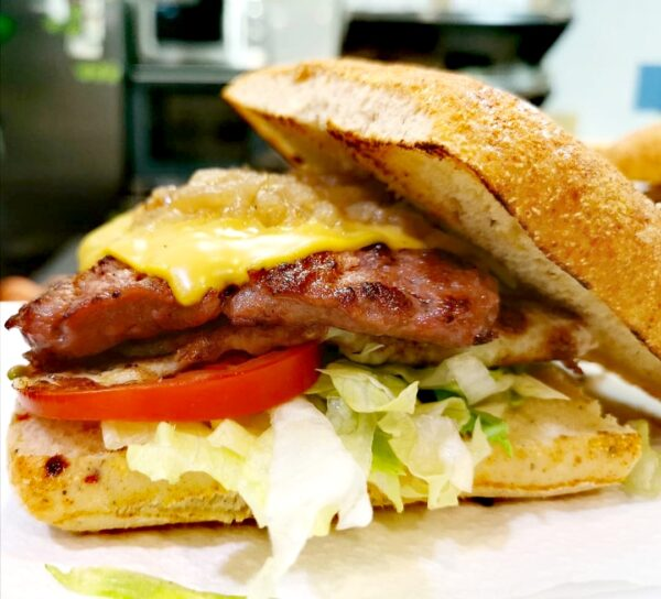 hamburguesa en vilaseca restaurante la poma vila seca